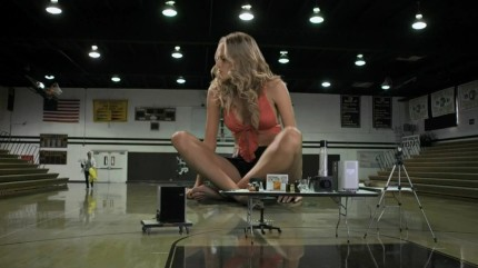 attack-50-foot-cheerleader-2012-720p-hdtvrip-xvid-ac3-legend-rgscreen